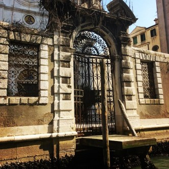#Venice #Italy #venicerowboats #laltravenezia #travel #musingsinmilan